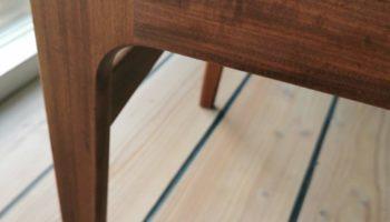 Teak stol med grønt læder